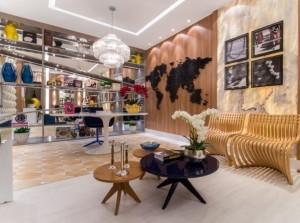 Home office alia estilo contemporâneo e retrô com estilo e bom gosto
