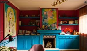Pintado com a cor Magic Blue, o móvel contrasta com as paredes magenta é o Salamanca, ambos da Lukscolor.