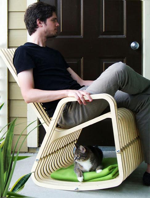Nem você nem seu gato vão querer sair dessa cadeira de balanço.